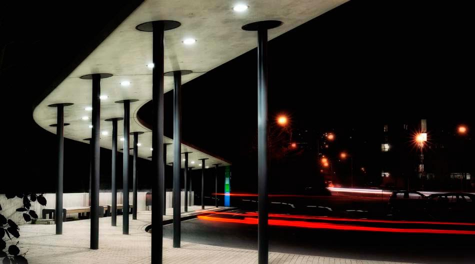 Foto: Busbahnhof bei Nacht