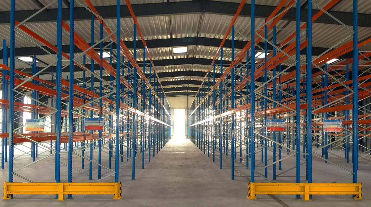 Foto Innenraum Logistiklager, Regalanlage
