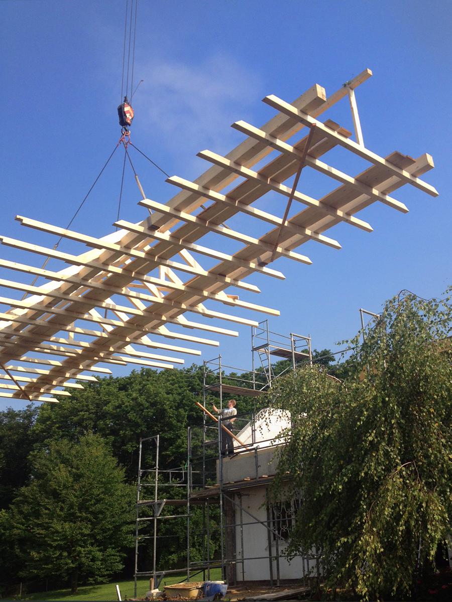 Foto: Montage vorgefertigter Dachstuhl