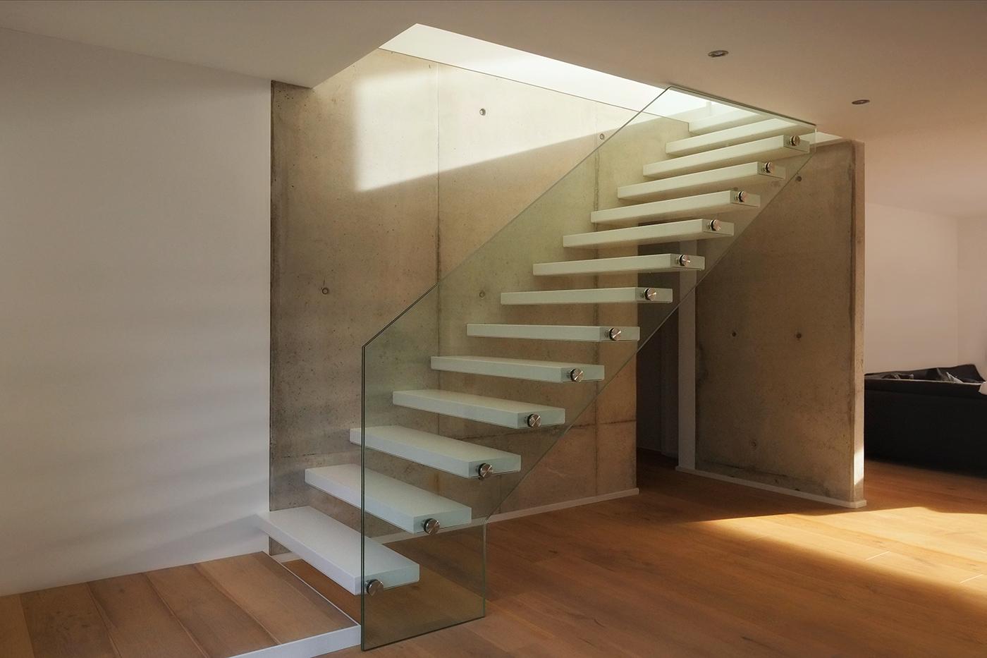 Innenraum-Foto Stahltreppe mit Glasbrüstung